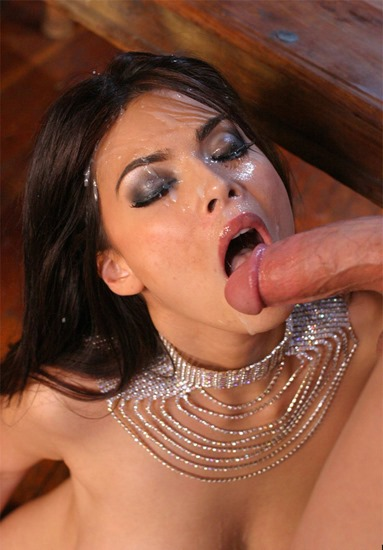 tera-patrick-gets-her-sweet-face-jizzed